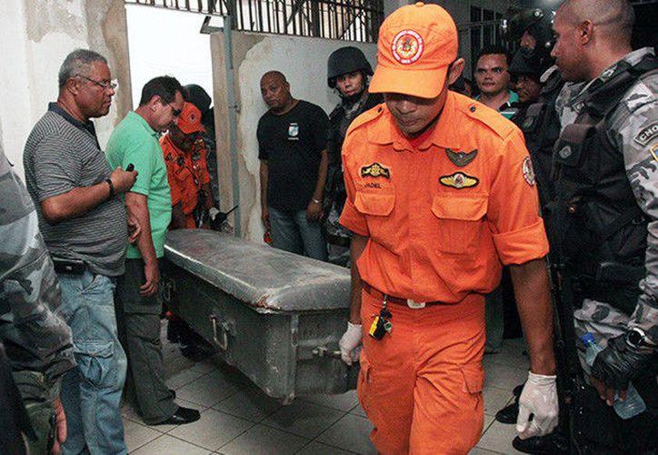 Dos reos que intentaron escapar fueron abatidos por los elementos policíacos. (RT)