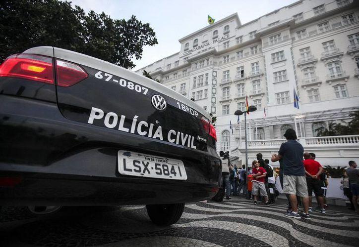 Los policías agresores de Brasil fueron captados en video, lo que hizo derivó en la suspensión. (EFE/Foto de archivo)