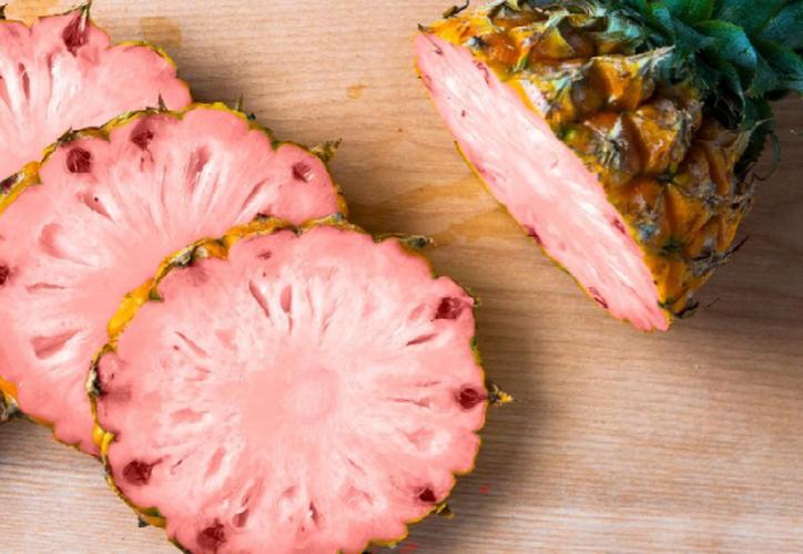 Se dice que Del Monte unió fuerzas con Dole para cultivar piñas rosadas en Hawái y Costa Rica. (Captura Instagram).