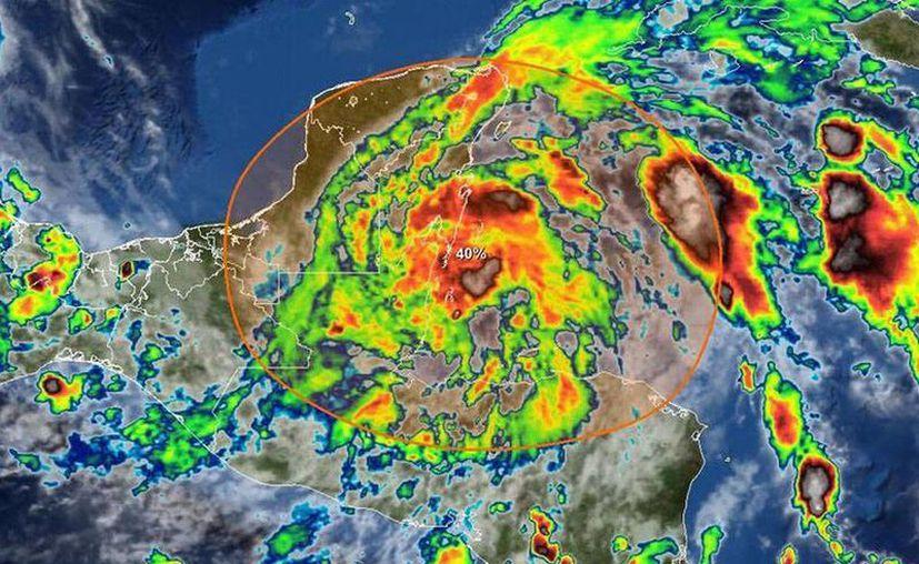Además de intensas lluvias, el sistema viene acompañado de tormentas eléctricas. (@ClimaYucatan, en Twitter)
