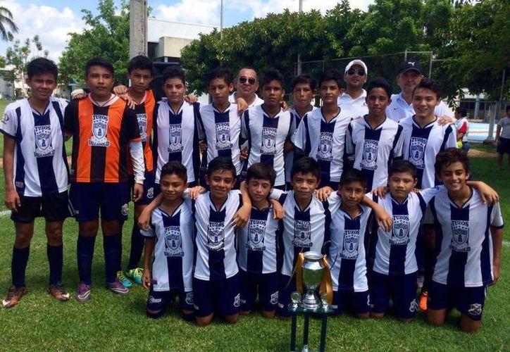 Tuzos de Valladolid se alzó con la corona en la categoría juvenil menor premier de la Liga Marcelino Champagnat del CUM. (SIPSE)