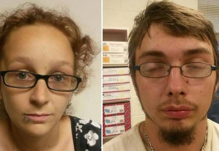 Ashley Harmon y su pareja Jonathan Flint, quienes ofrecieron en venta a su bebé de tres meses. (Fayette County Sheriff's Department)
