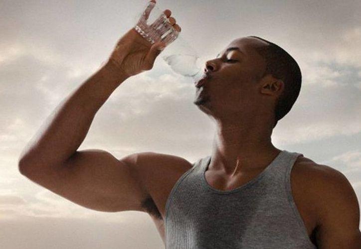 Inventan una máquina que convierte el sudor en agua potable. (RT)