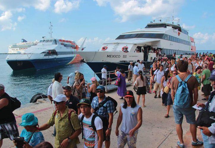 Los meses de julio y agosto fueron en los que se movilizaron a más personas en la ruta Cozumel-Playa del Carmen. (Gustavo Villegas/SIPSE)