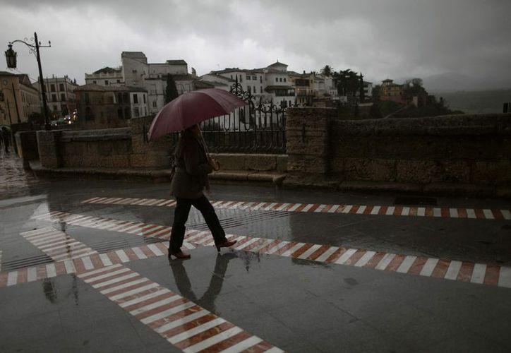 Las lluvias inundaron el centro histórico malagueño, de altísimo valor arquitectónico. (Reuters)