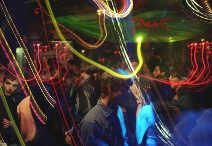 Muchos jóvenes se sienten inseguros a asistir desde clubes nocturnos hasta estadios. (Archivo SIPSE)