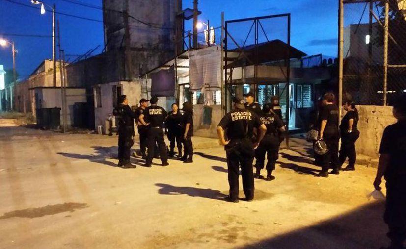 Elementos de seguridad, fuera del penal. (Foto/@Foreign_Mayorga)