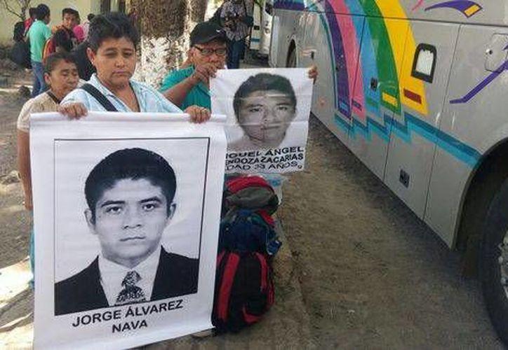 Los padres de los 43 estudiantes aseguran que 'la gente no está bien informada' sobre el caso. (Milenio)