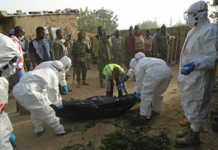 En los pueblos se constituyeron milicias de autodefensa para luchar contra las bandas armadas. (Foto: AP).
