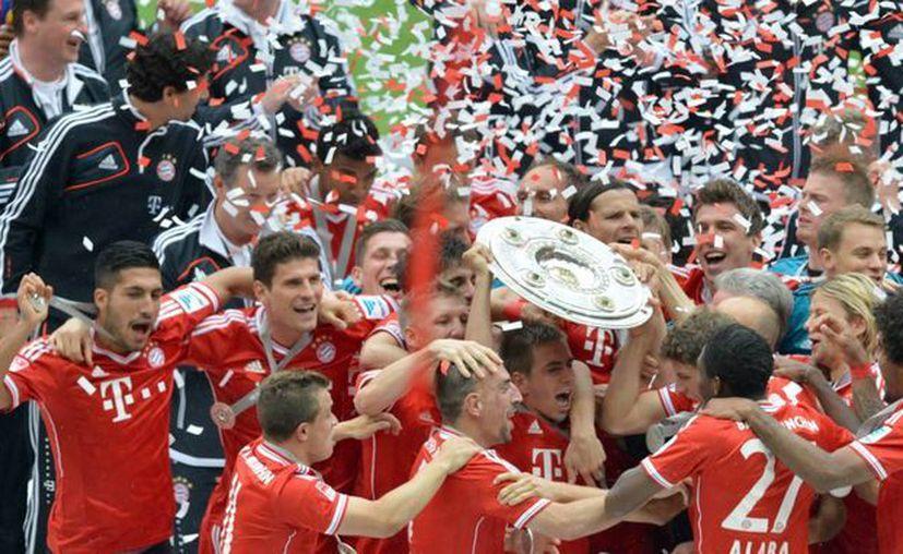 Los jugadores del Bayern Múnich celebran el título de la Bundesliga que ganó hace varias semanas. (Foto: EFE)