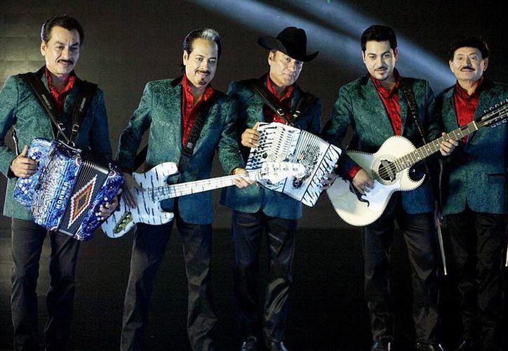Sergio Arau dijo que fue un honor dirigir a Los Tigres del Norte en el video de La Bala, una canción con fuerte trasfondo social. (Archivo Notimex)