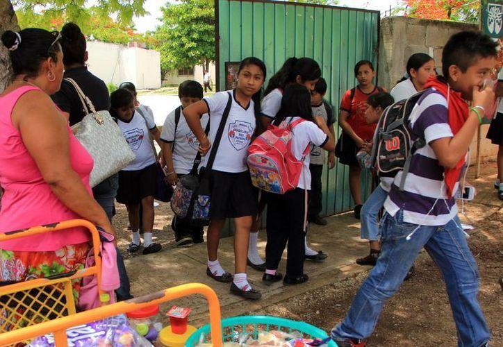 Después de las vacaciones de verano, estudiantes yucatecos volverán a sus actividades mañana. (Milenio Novedades)