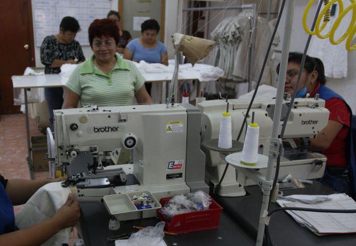 Consideran que los migrantes legales pueden laborar en la industria maquiladora de Yucatán. (Novedades Yucatán)