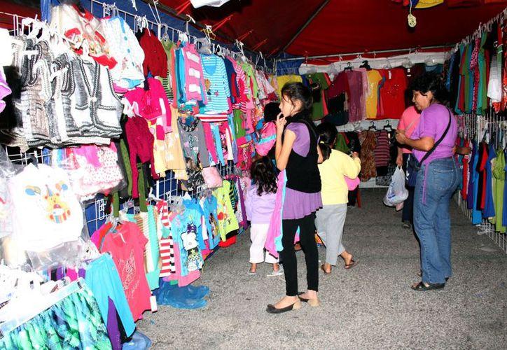 Desde ayer y hasta el 23 habrá descuentos en la Feria de la Canainves. (Theany Ruz/SIPSE)