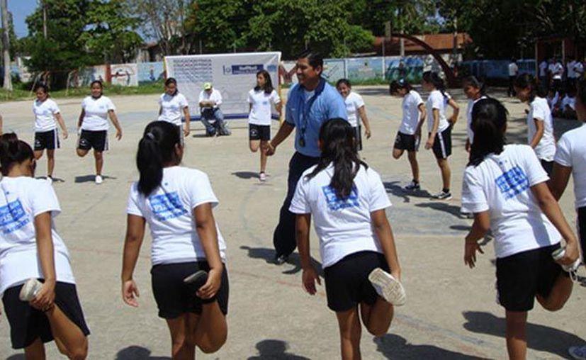 Un maestro de educación física de secundaria podría ser denunciado por hacer que sus alumnos se ejerciten durante 10 minutos. (Internet)