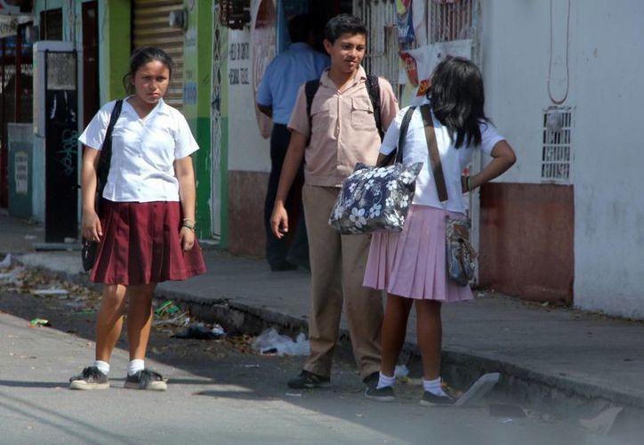 La matrícula de educación básica, compuesta por poco más de 430 mil estudiantes desde preescolar y hasta secundarias, saldrá a partir de este jueves. (José Acosta/SIPSE)
