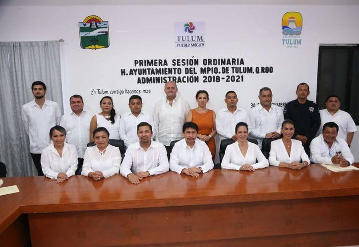 La primera sesión fue encabezada por el presidente municipal, Víctor Mas Tah. (Redacción/SIPSE)