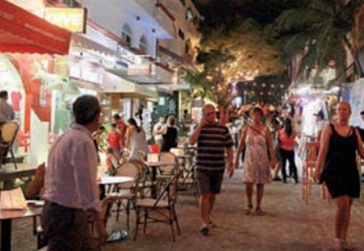 Se lanzó el proyecto piloto de activación de la calle 8, ubicada en la zona turística de Playa del Carmen. (Octavio Martínez/SIPSE).