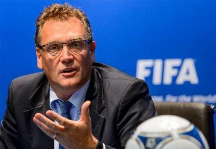 Jerome Valcke, secretario general de la FIFA, anunció este miércoles que el proceso para la elección de sede del mundial 2026, será suspendido hasta que se aclaren los sucesos de corrupción por parte de la FIFA. (FIFA.com)
