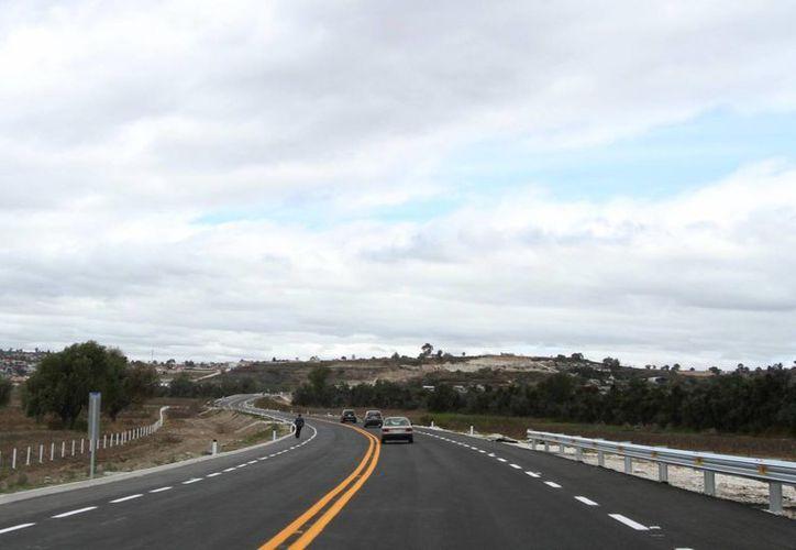 La SCT dio a conocer que de las 46 que se tienen proyectadas en el sexenio, ya se han construido 13 autopistas. (Archivo/Notimex)
