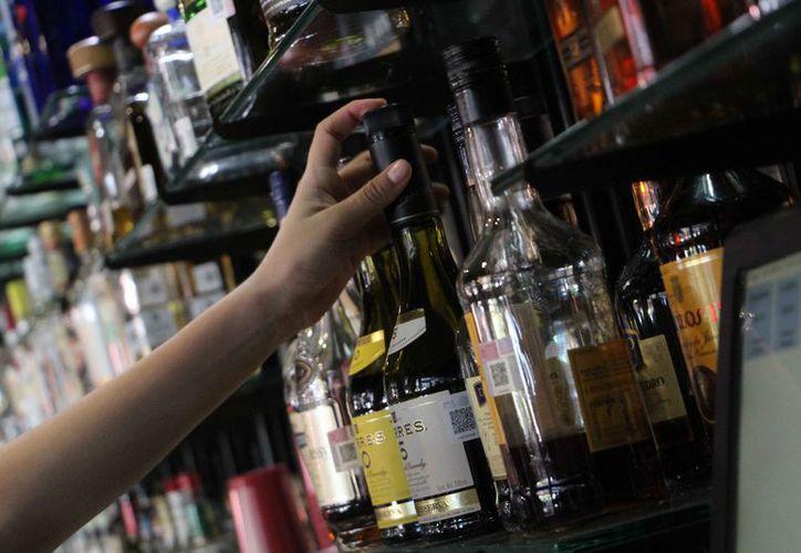 Los inspectores se encargarán de vigilar los negocios para que no vendan alcohol. (Paola Chiomante/SIPSE)