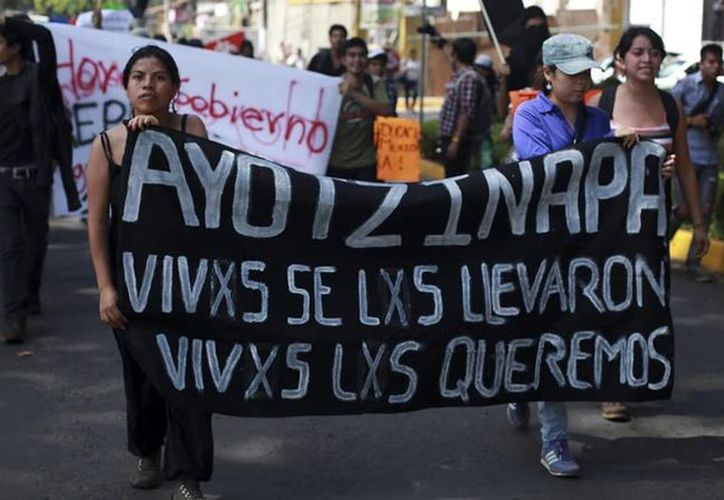 Existen averiguaciones previas en contra de normalistas por los hechos ocurridos en la Autopista del Sol, en Chilpancingo, en 2011 y por acompañar a los familiares de los desaparecidos. (Archivo/Agencias)