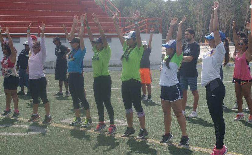 Se fortalece la Liga de Fútbol Americano en Bikini con clínicas  para sus jugadoras. (Ángel Villegas/SIPSE)