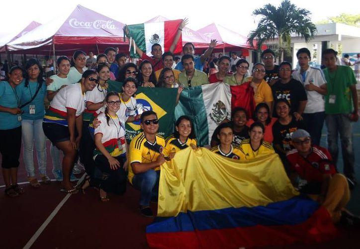 Jóvenes de diversos países latinoamericanos participan en el evento. (Luis Pérez/SIPSE)