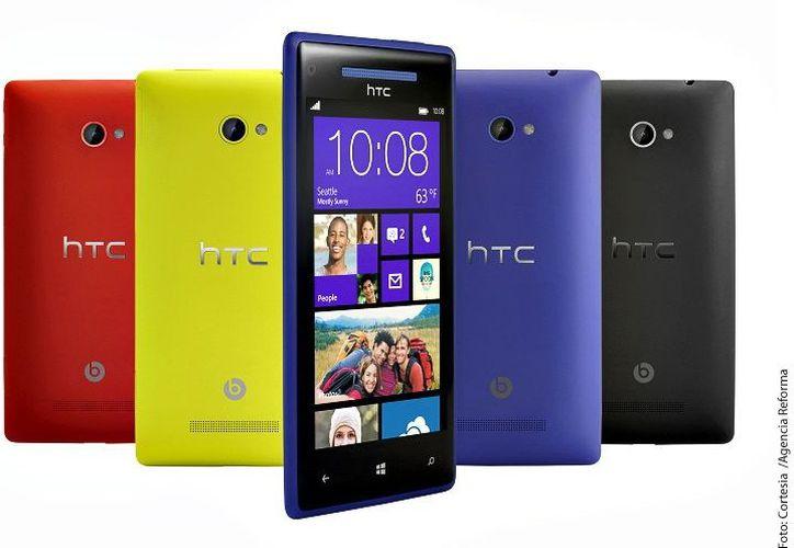 El HTC 8X WP8 tiene un procesador Snapdragon dual core con 1 GB de RAM, pantalla de 4.3 pulgadas de alta definición anti reflejo, cámara trasera de 8 MP y grabación de video full HD. (Agencia Reforma)