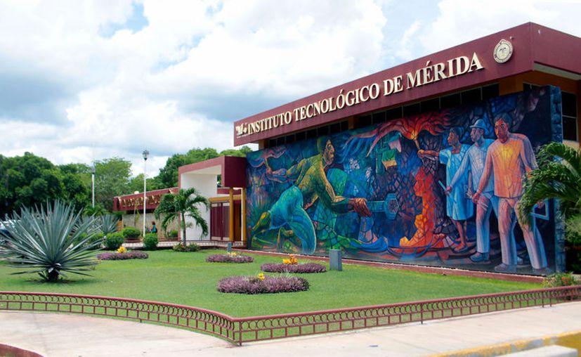 Estudiantes del Instituto Tecnológico de Mérida (ITM) pagaron un servicio de fotografía, pero la empresa no les respondió. (Archivo/Milenio Novedades)