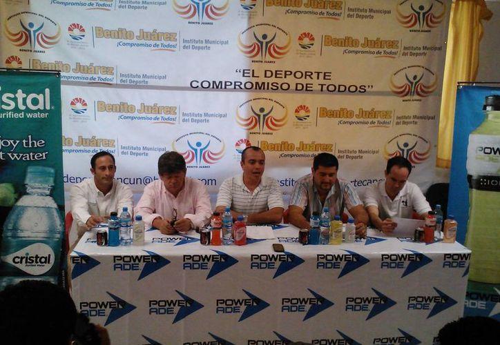 El comité organizador comentó que el costo de inscripción es de 100 pesos, con derecho a una playera conmemorativa y una medalla de finalista. (Raúl Caballero/SIPSE)