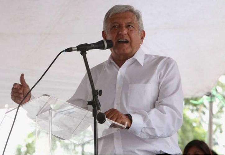 El tabasqueño también afirmó que le pidieron a Ricardo Anaya dejar de amenazar a Enrique Peña Nieto, Presidente de México, con meterlo a la cárcel. (Foto: Proceso).