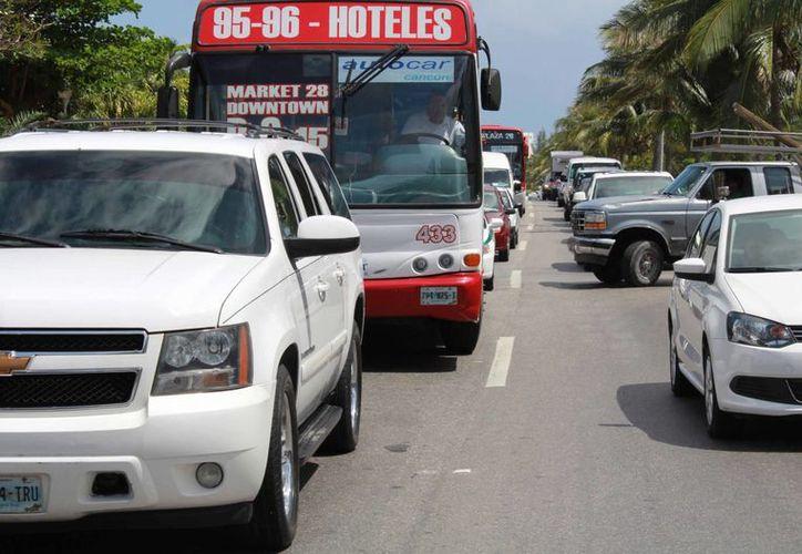 Los autobuses y automóviles ruidosos son la forma más común de contaminación auditiva en Cancún, lo cual puede ocasionar diversas enfermedades. (Luis Soto/SIPSE)