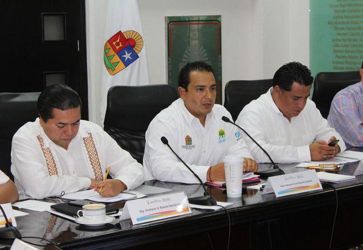 El titular de la Oficialía Mayor, Manuel Alamilla Ceballos, compareció ante los diputados de la XV Legislatura. (Joel Zamora/SIPSE)