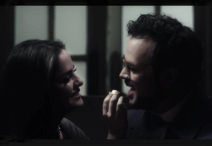 El video de Aleks Syntek y Dana García fue grabado en la Ciudad de México y nuevamente dirigido por Esteban Madrazo. (YouTube)