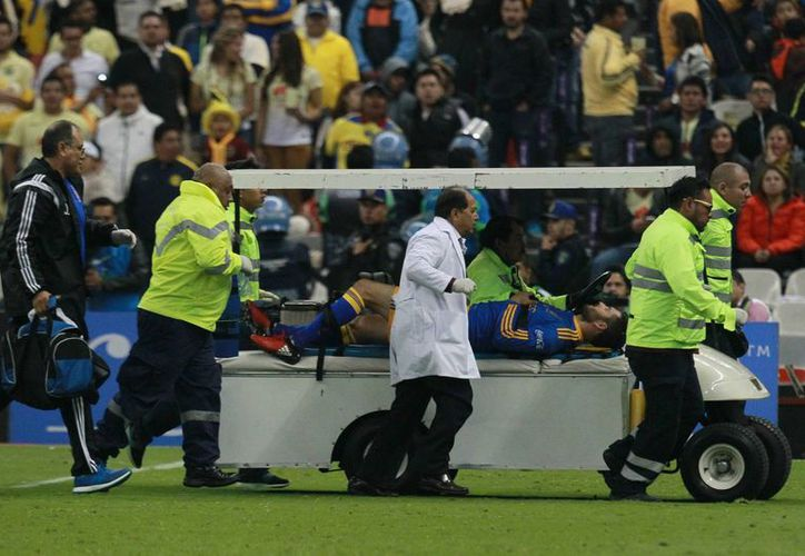 André Pierre Gignac, delantero de Tigres de la UANL, salió lesionado en el partido de la final, frente a ´ Águilas del América. Tuca Ferreti, DT de Tigres, pidió revisar el arbitraje. (Notimex)