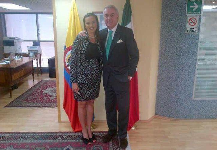 En la imagen, el embajador de Colombia en México, José Gabriel Ortiz Robledo, y La secretaria de Cultura en Quintana Roo, Lilián Villanueva Chan. (Redacción/SIPSE)