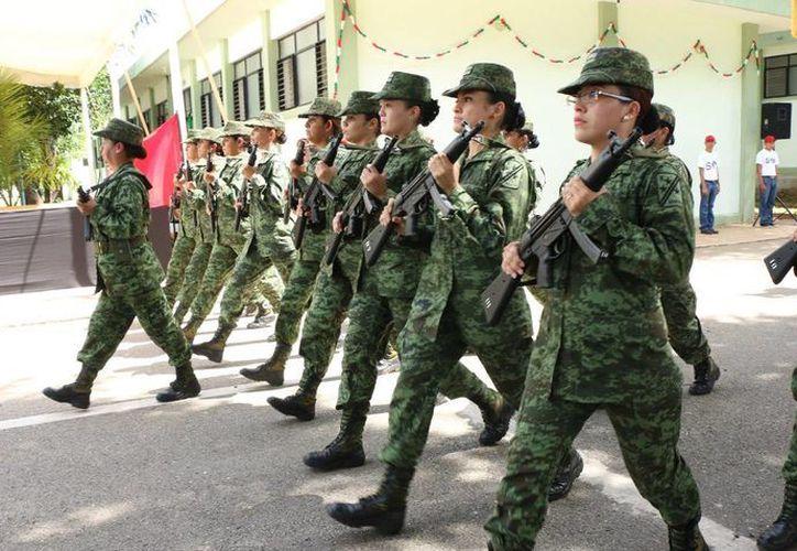 Algunos de los participantes durante los ensayos para el desfile del próximo viernes 16 de septiembre. (Milenio Novedades)