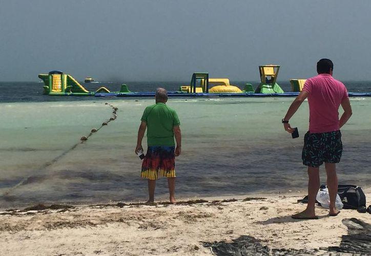 El parque cuenta con atracciones flotantes de grandes dimensiones, con el que se pretende dar un nuevo atractivo turístico a Cancún. (Redacción/SIPSE)