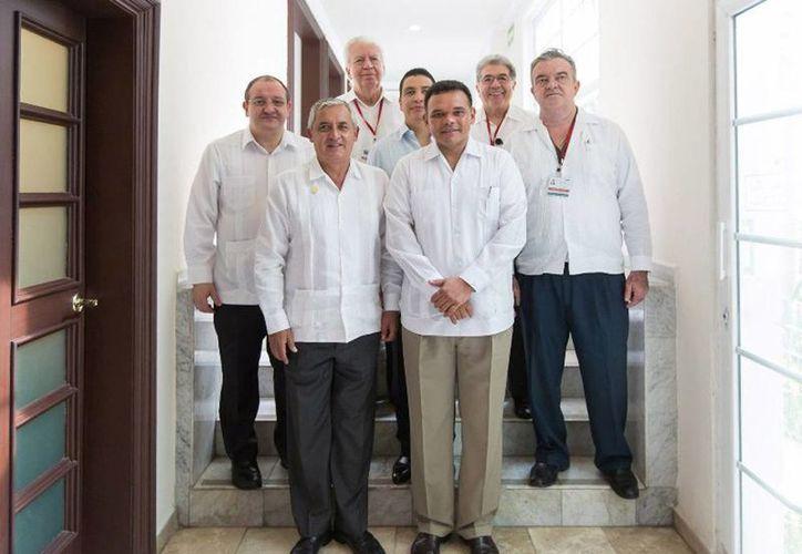 Imagen del presidente de Guatemala Otto Pérez Molina con el gobernador de Yucatán Rolando Zapata Bello en su pasada visita a esta ciudad. (Milenio Novedades)