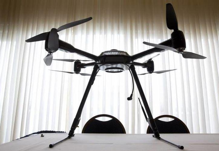 Los drones o aviones no tripulados, uno de cuyos objetivos es combatir el terrorismo, han ocasionado en algunos casos la muerte a gente inocente. En esta foto, un dron de de la compañía Aerialtronics Altura Zenith en Washington.  (Agencias)