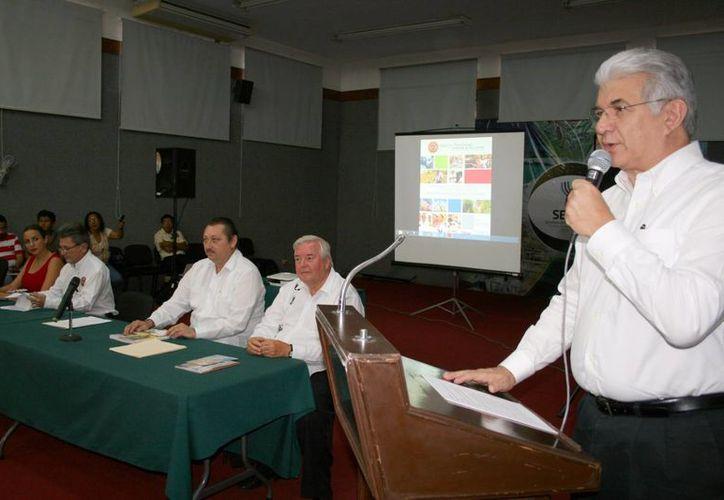 David Alpizar Carrillo, secretario de Fomento Económico destacó las inversiones en Yucatán apoyados por el Gobierno de Yucatán, quien suscribió convenios con 10 empresas. (Milenio Novedades)