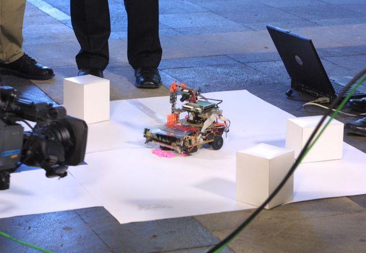 Robot diseñado por alumnos de Ingeniería Mecatrónica del IPN. (Archivo/Notimex)