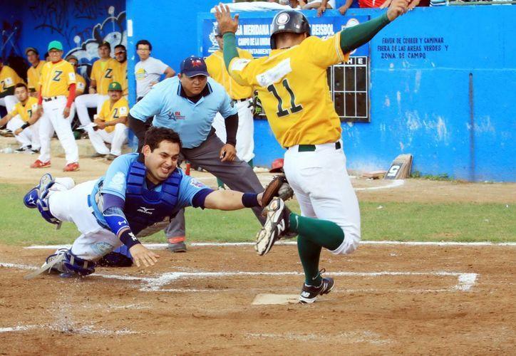 Carlos Sansores pone fuera en home a un enemigo zorro. (Milenio Novedades)