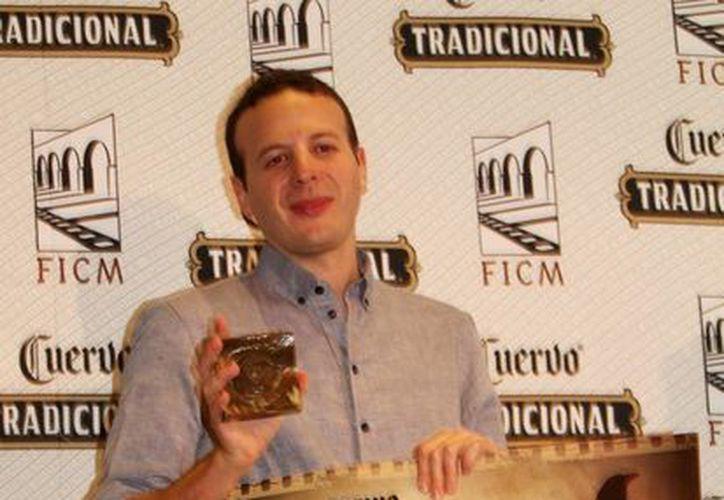 """En el marco del FICM, el director cinematográfico recibió la estatuilla de """"El Ojo"""" y el Premio Tradicional Cuervo. (Notimex)"""