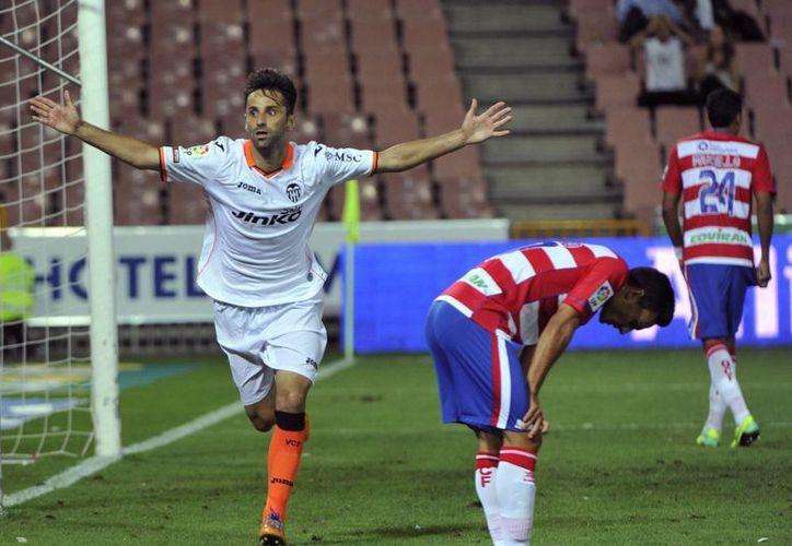 Jonas anotó el domingo dos dianas frente al Sevilla y ahora hizo otro gol de tres puntos frente al Granada. (EFE)
