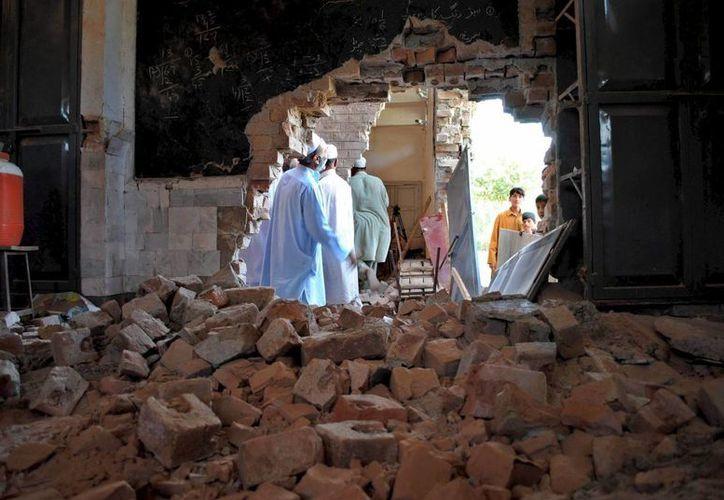 Imagen de la destrucción causada por un bombardeo registrado en Peshawar, en septiembre pasado. (Archivo/EFE)