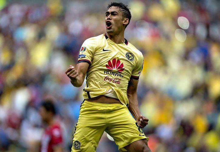 El mediocampista de las Águilas del América, Andrés Andrade, aseguró que el equipo irá a planear el partido a Veracruz sin importarles los escándalos de los Tiburones. (Archivo Mexsport)