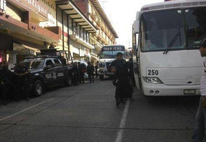 Alrededor de las 10:00 horas se recibió el reporte de que los policías federales abordaban varios autobuses (Milenio/Foto tomada de Quadratín)