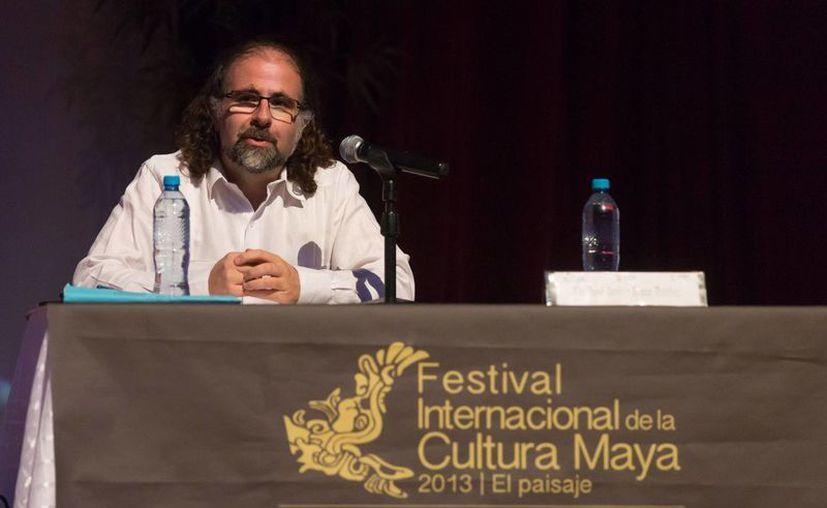 El historiador español José Javier Ruiz Ibáñez durante su conferencia en el FICMaya 2013. (SIPSE)